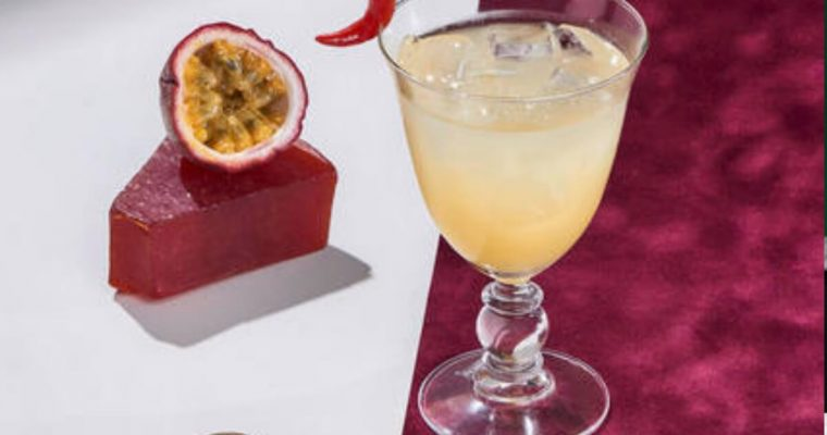 Cointreau Fizz Passion & Pepper – A Valentine's Day Cocktail Recipe!