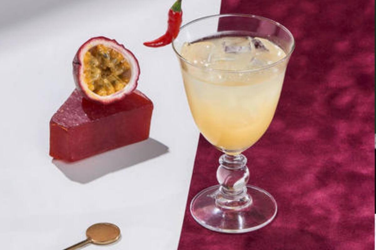 Cointreau Fizz Passion & Pepper – A Valentine's Day Cocktail Recipe!