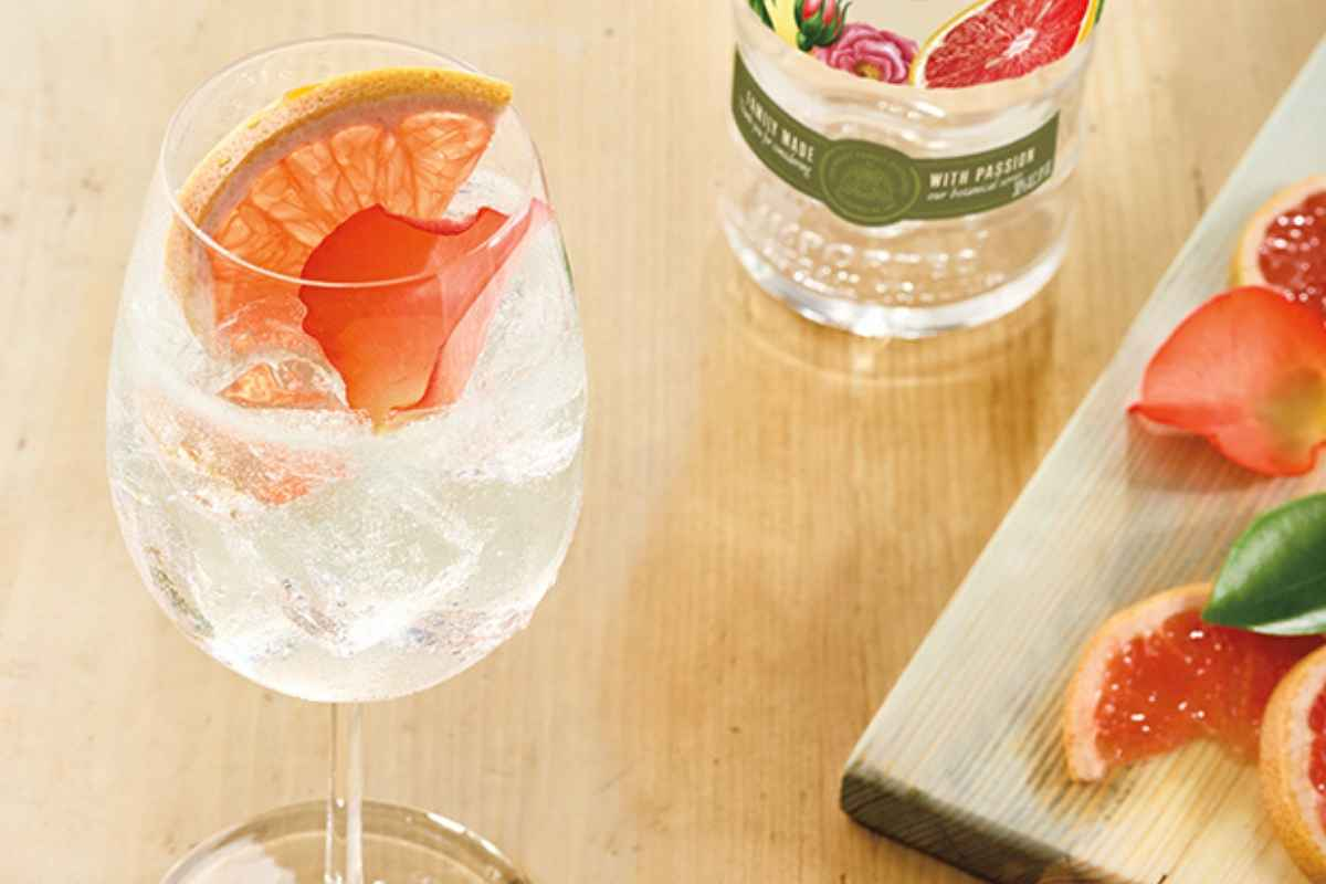 How to Make a Ketel One Botanical Grapefruit & Rose Spritz