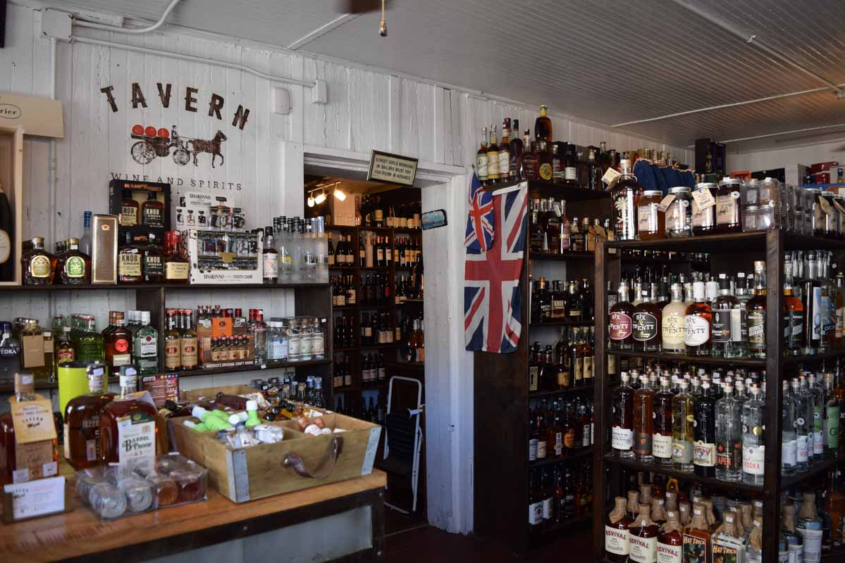 Best Bars in Charleston, South Carolina - The Tavern