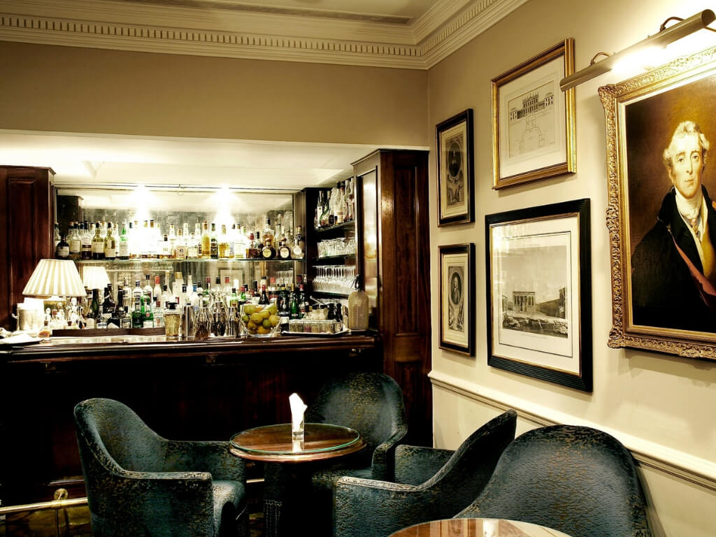 London Hotel Bars - Dukes Bar, Dukes Hotel, London