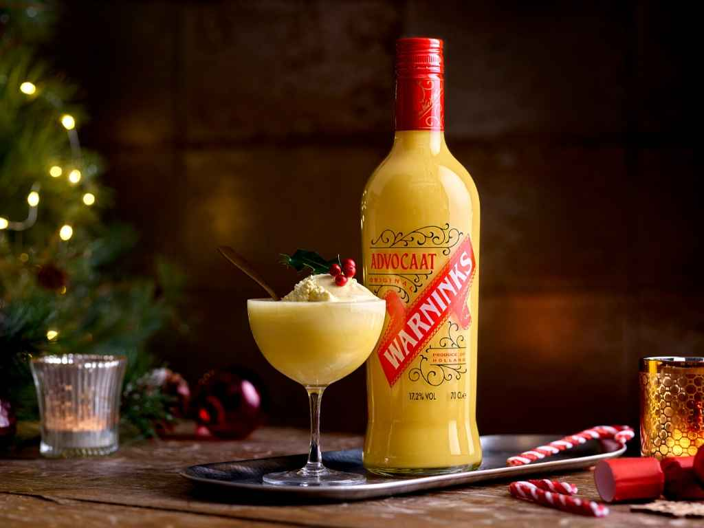 An easy cocktail recipe for the classic Warnicks Advocaat Snowball.