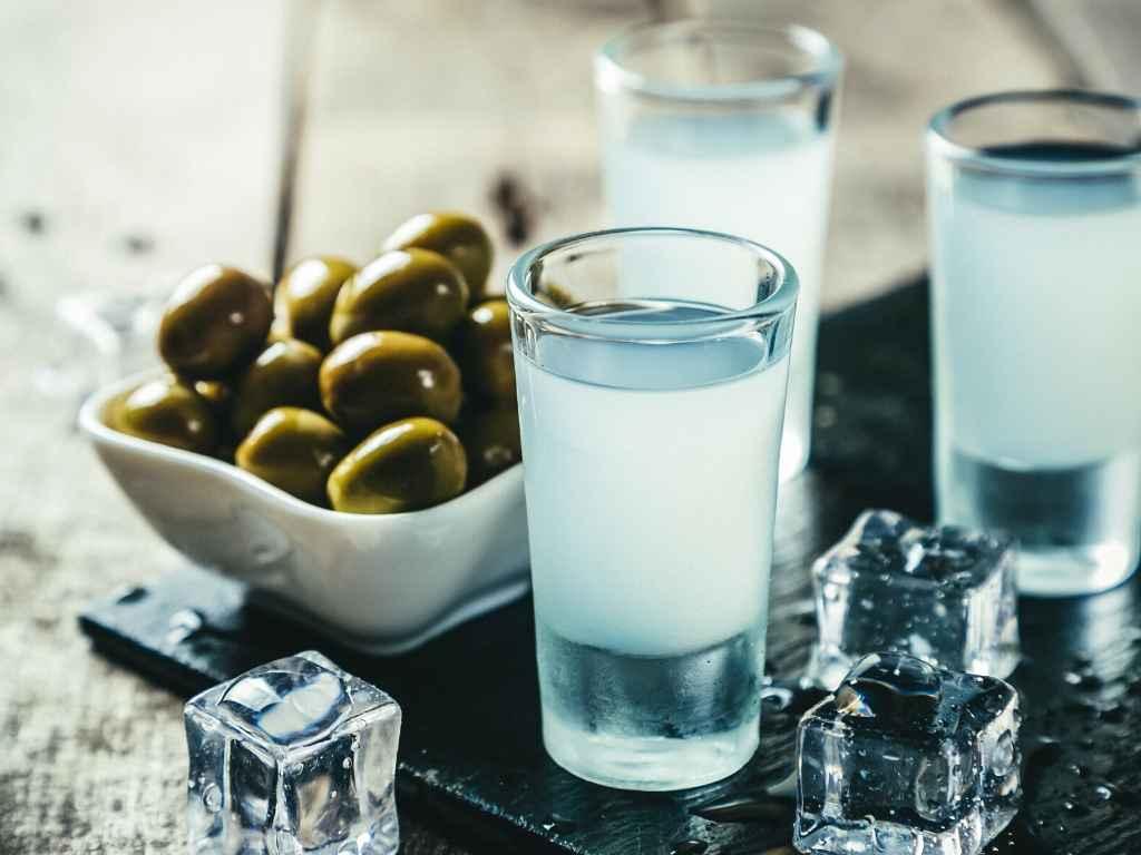 How to Choose Greek Liquors