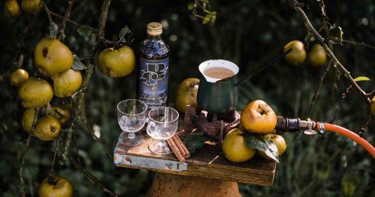 How to Make the Black Cow Christmas Spirit Mulled Apple