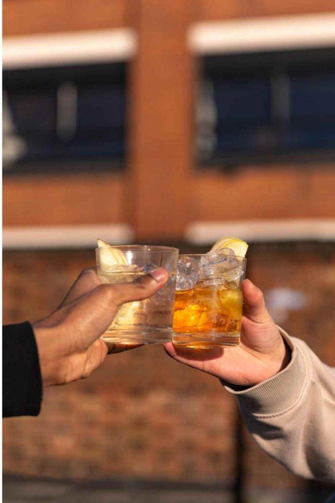 Avallen cheers