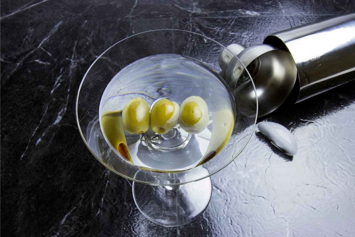 How to Make a Garlic Olive Martini